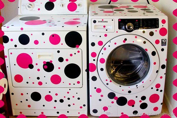 לנקד את מכונת הכביסה במדבקות