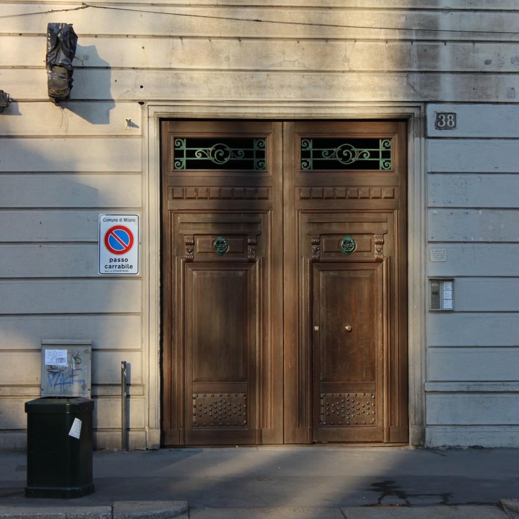 הדלת של הבית, במילנו